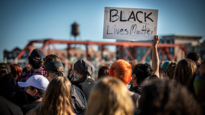 Carta antiviolência racial - (Foto reprodução Phil Roeder via Flickr)