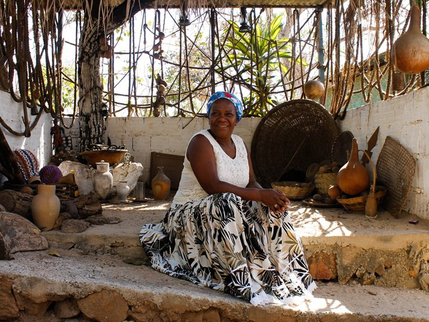 Conhecida como Mãe Baiana, Adna Santos foi agredida verbalmente durante reunião de servidores da fundação Foto: Jéssica Martins/reprodução/G1