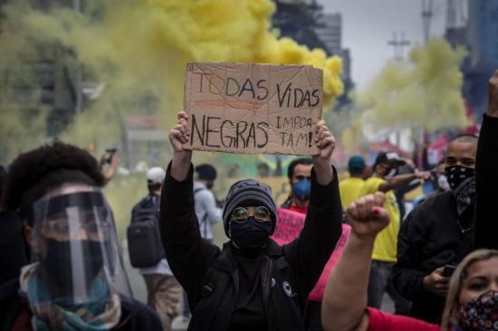 Manifestação a favor da democracia e contra o racismo na Avenida Paulista no domingo, 14 (Foto: Taba Benedicto/Estadão)