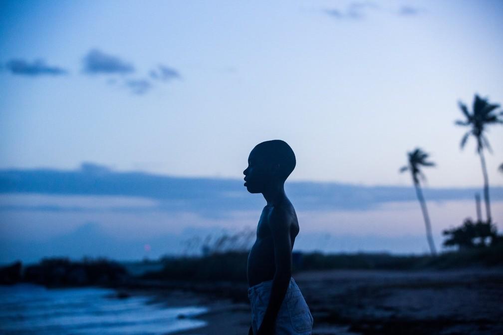 Alex R. Hibbert interpreta Chiron durante a infância — Foto: Moonlight/Divulgação