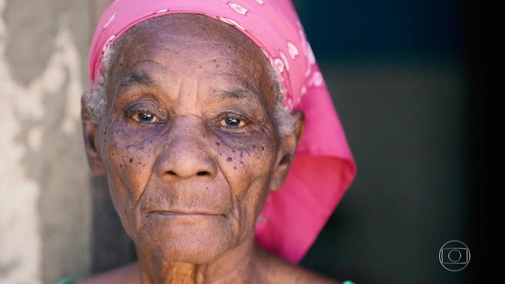 Moradora de Japeri, na Baixada Fluminense, não tem acesso a leitos hospitalares no município — Foto: Reprodução TV Globo