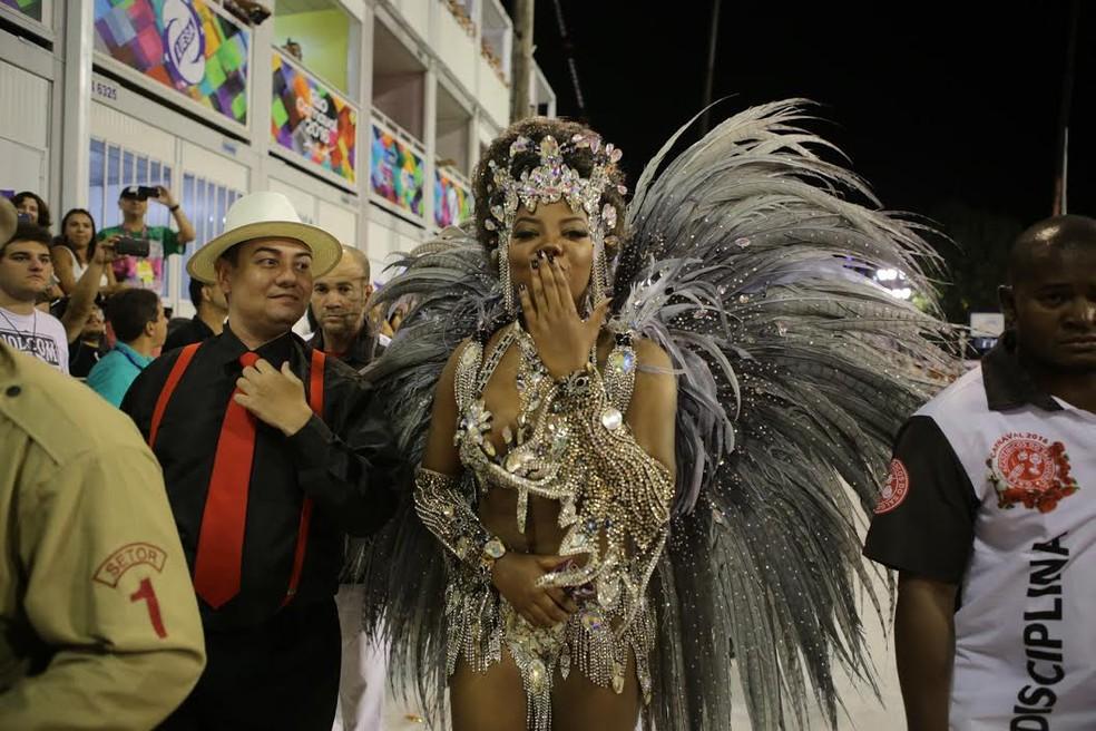 A cantora Ludmilla no desfile do Salgueiro de 2016 — Foto: Rodrigo Gorosito/G1