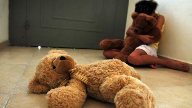 Exposição de vítimas de estupro tende a aumentar estigma em relação à criança e à família (Foto: Getty Images)