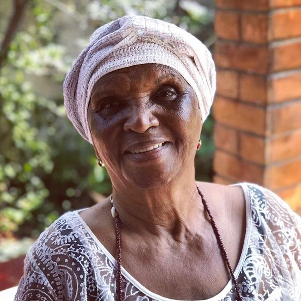 Chica Xavier - com mais de 60 anos de carreira, destacou-se como uma dos maiores símbolos da representatividade negra na arte brasileira. (Foto: Reprodução/Instagram Luana Xavier)
