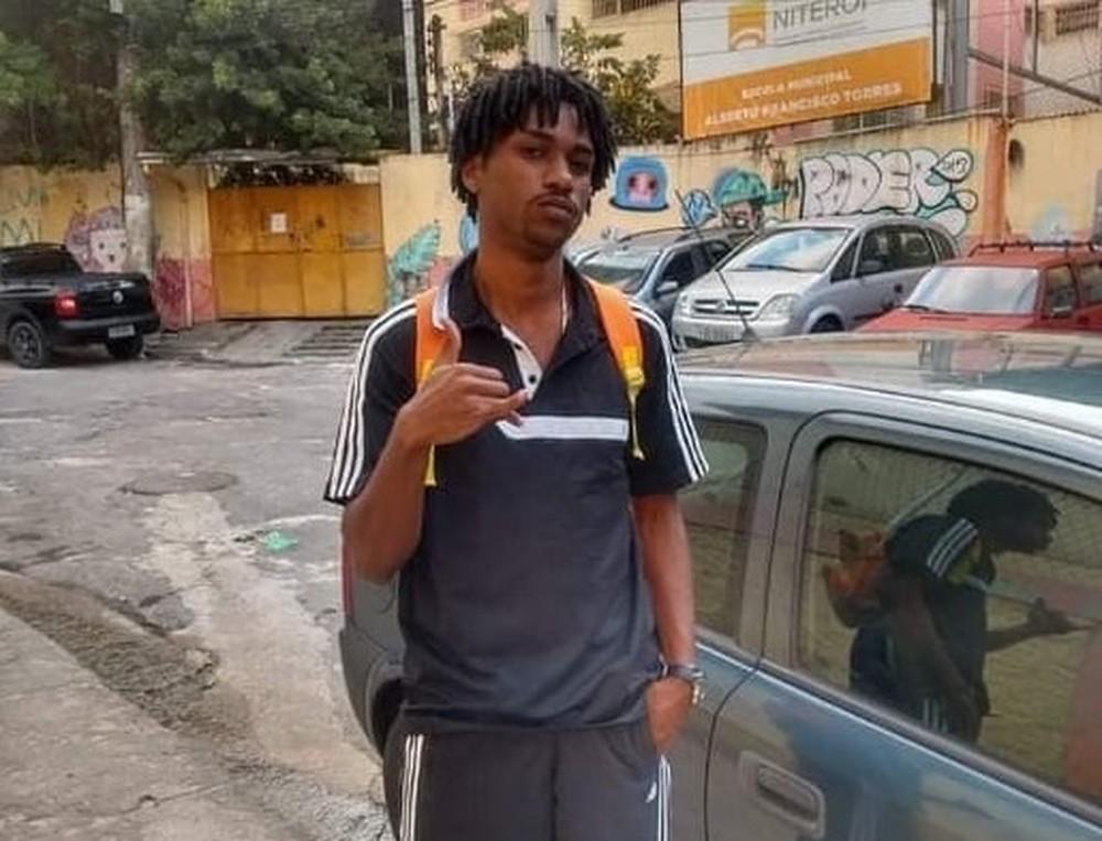 Jovem é apontado como autor de roubo a mão armada em Niterói — Foto: Reprodução/Arquivo pessoal