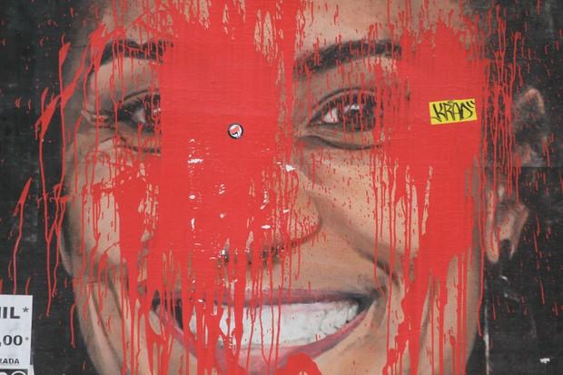 Homenagem à vereadora Marielle Franco, assassinada em 2018, é vandalizada com tinta vermelha no centro de São Paulo (Foto: Fabio Vieira / Foto Budap / NurPhoto via Getty Images)