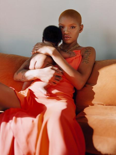 Slick Woods posa com o filho para 'Vogue' Imagem: Tyler Mitchell / ArtPartner