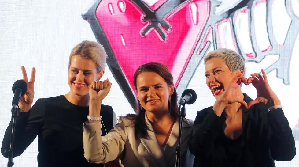 Veronika Tsepkalo (e), Svetlana Tikhanouskaya e Maria Kolesnikova (d) se uniram para tentar derrotar Alexander Lukashenko REUTERS - VASILY FEDOSENKO
