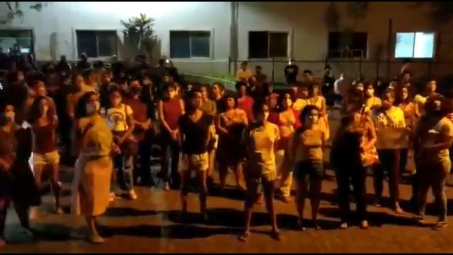 Manifestação em Pernambuco pelo direito ao aborto legal de uma menina de 10 anos Imagem: Reprodução Twitter