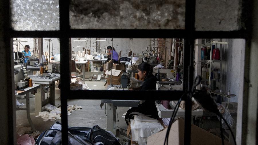 Bolivianos em trabalho análogo ao da escravidão Imagem: Apu Gomes/Folhapress