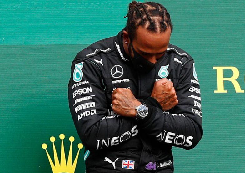 Lewis Hamilton no pódio do GP da Bélgica de Fórmula 1 30/08/2020 Pool via REUTERS/Francois Lenoir