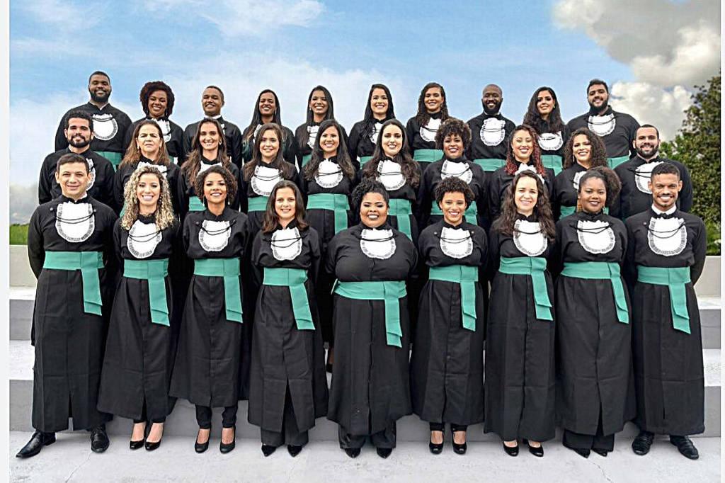 A primeira turma de medicina da federal do Recôncavo teve 12 alunos negros, cerca de 40% do total dos formandos - Arquivo pessoal/Imagem retirada do site Folha de São Paulo