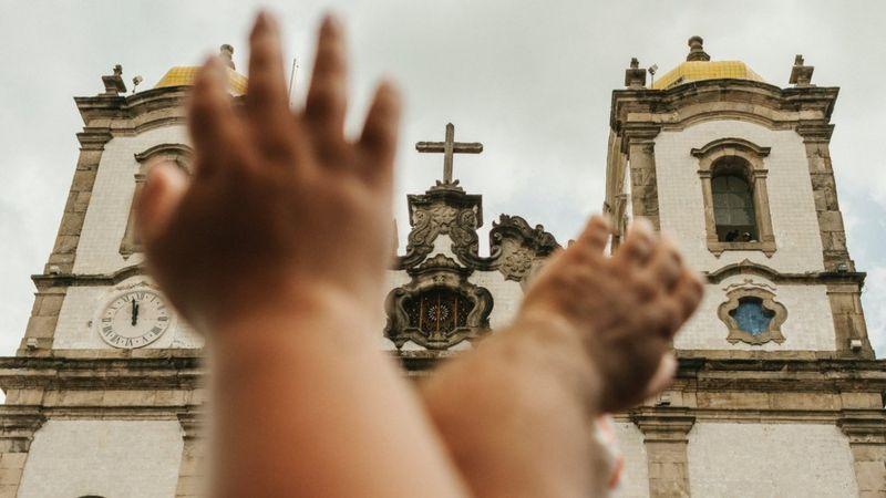 Igreja que é símbolo de sincretismo e respeito a religiões de matriz africana em Salvador abriga túmulo de um dos maiores traficantes de escravizados da Bahia (Getty Images)