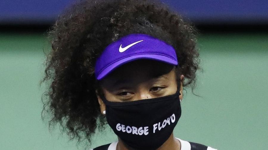 Naomi Osaka usando máscara facial com o nome de George Floyd no US Open Imagem: Matthew Stockman / Getty Images