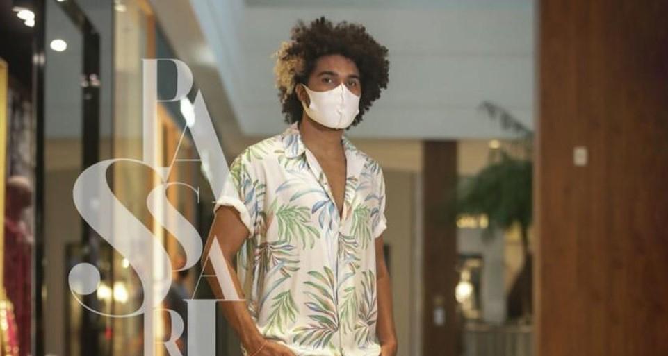 Fotos de Dalligton de Souza foram publicadas no perfil do RioMar e, nos comentários, foram alvo de ataques racistas — Foto: Reprodução/Instagram