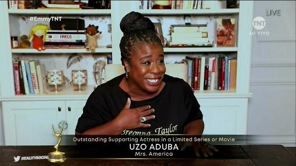Uzo Aduba ganhou prêmio de Melhor Atriz Coadjuvante em Minissérie por 'Mrs. America' Reprodução/TNT
