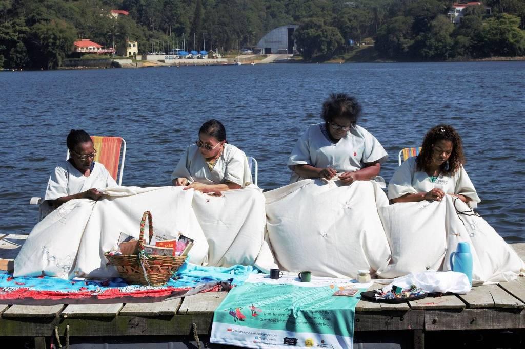 Bordadeiras da Coletiva Tear & Poesia de Arte Têxtil Preta Nativa - Coletiva Tear & Poesia