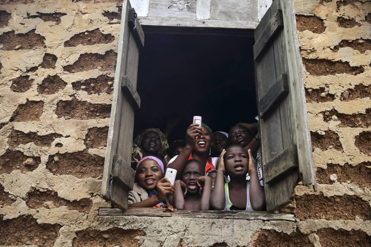 Pessoas se reúnem para assistir a procissão de iorubás na Nigéria - Reuters