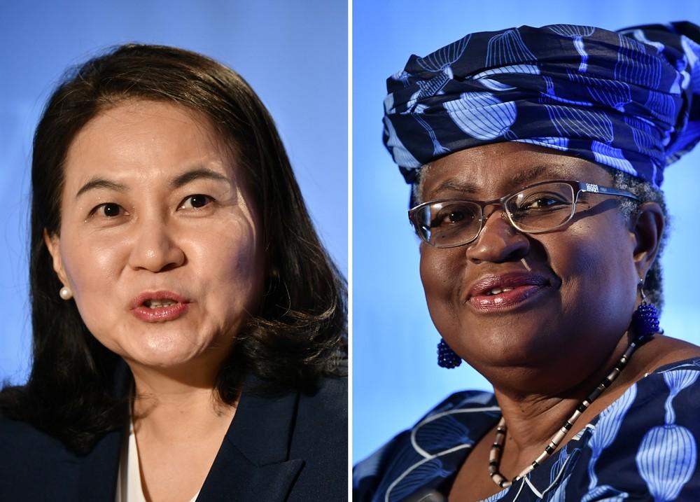 Combinação de fotos de arquivo mostra a Ministra do Comércio da Coreia do Sul Yoo Myung-hee (esquerda), em foto de 16 de julho de 2020, e a ex-ministra das Finanças e Relações Exteriores da Nigéria, Ngozi Okonjo-Iweala, em foto de 15 de julho de 2020 em Genebra, na Suíça — Foto: Fabrice Coffrini/AFP