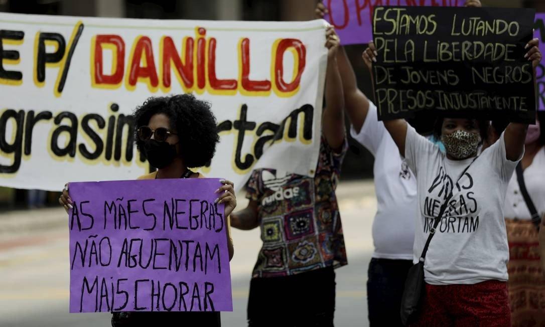 Manifestação contra o racismo na porta do Fórum de Niterói, no Centro. Foto: Gabriel de Paiva 28-09-2020 / Agência O Globo