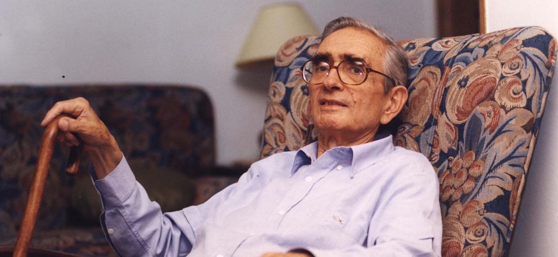 O sociólogo e professor Florestan Fernandes, em sua casa, em São Paulo, em 1995 (Foto: Eder Luiz Medeiros/Folhapress)