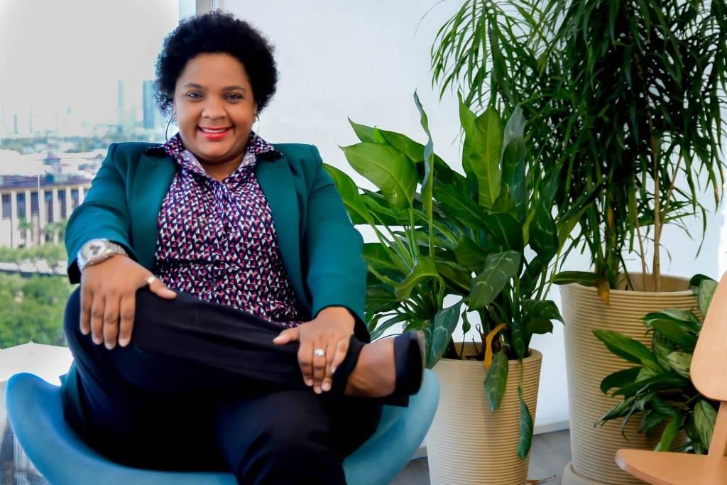 A advogada Manoela Alves, que é especializada em compliance antidiscriminatório e primeira conselheira estadual negra da OAB de Pernambuco (Foto: Arquivo pessoal)