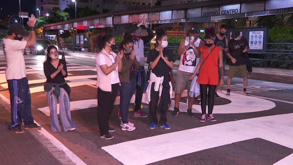 Artistas celebraram a intervenção — Foto: Reprodução/TV Globo