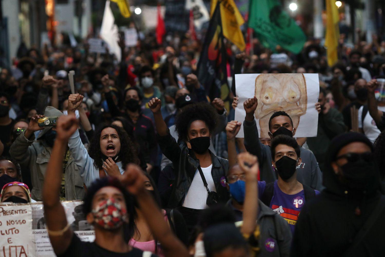 Marcha em São Paulo em novembro em protesto contra o assassinato de João Alberto Freitas em supermercado do Carrefour.AMANDA PEROBELLI / REUTERS
