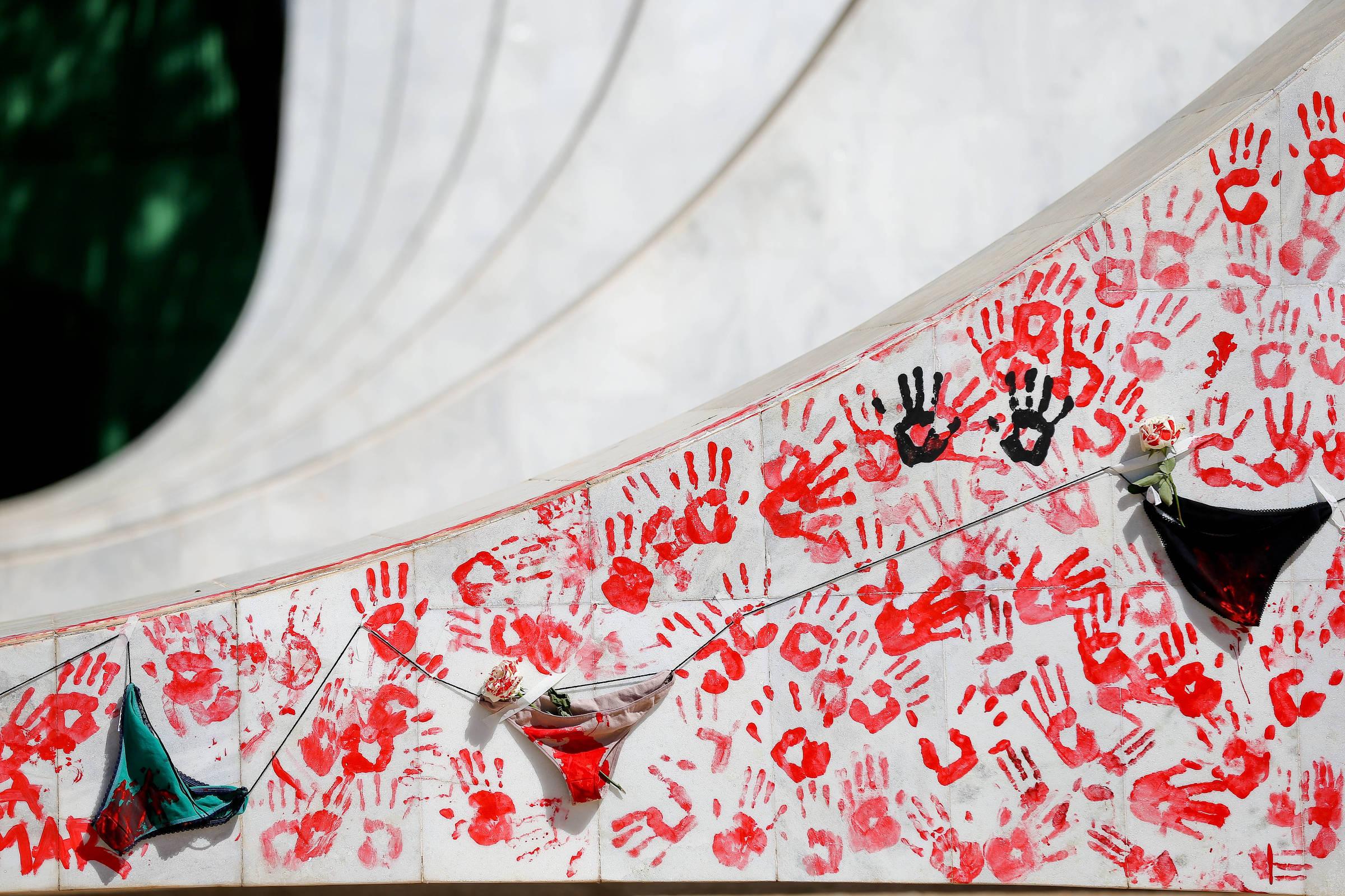 Ato pelo fim da violência contra a mulher e a cultura do estupro, em Brasília - Alan Marques - 29.jun.2016/Folhapress