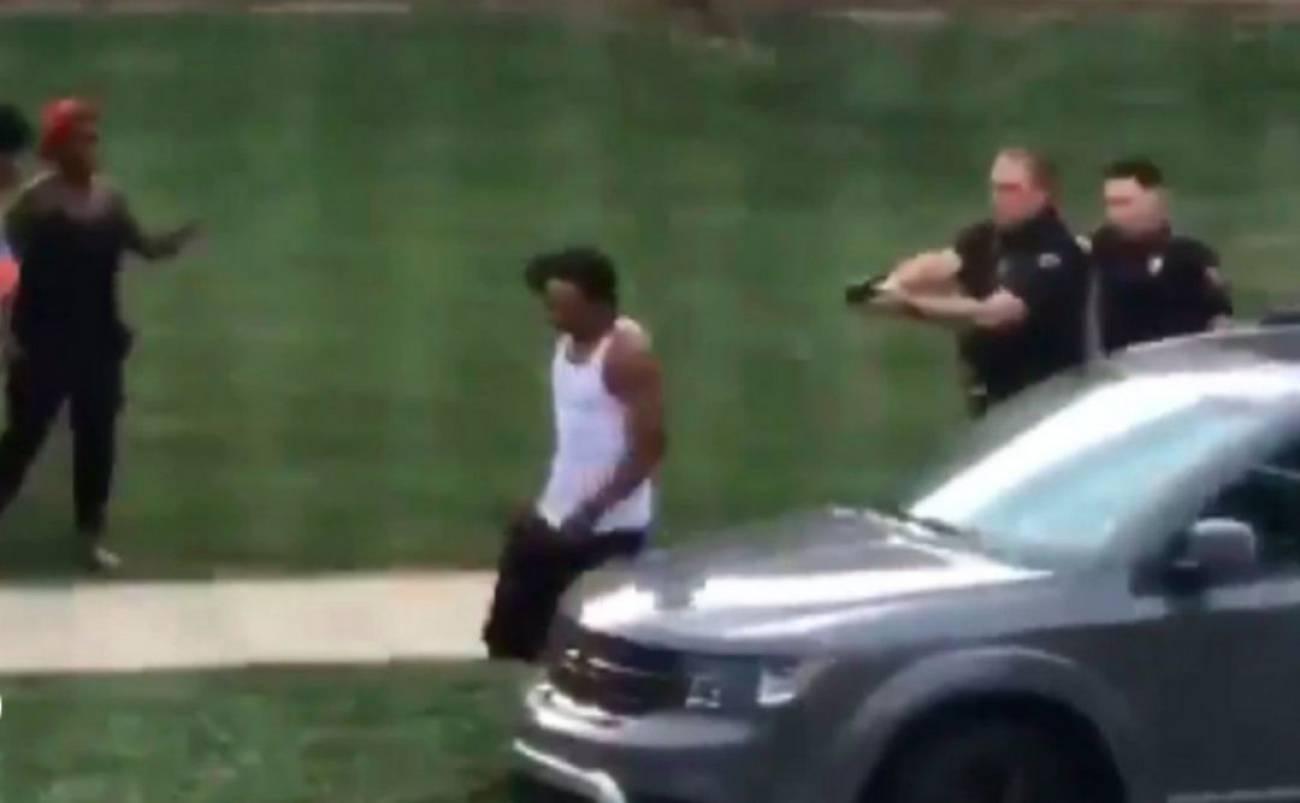 Policiais atiram em Jacob Blake (Reprodução)