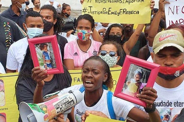 Mãe de Emily Victoria Silva dos Santos, 4, fala durante protesto após morte da menina em Duque de Caxias, na Baixada Fluminense - Nicola Pamplona/Folhapress