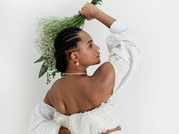 Jessica Ellen em foto de divulgação do single Pomba Gira (Foto: Gabriella Maria)
