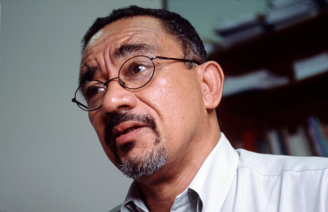 Para o professor Muniz Sodré, a insensibilidade social alimenta a indiferença pelos negros (Foto: Léo Ramos Chaves/Revista Pesquisa Fapesp)