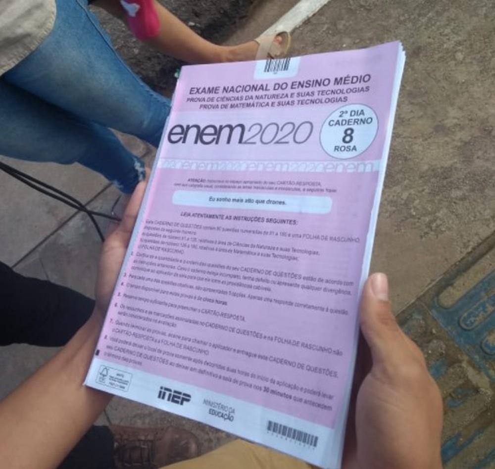 Caderno de provas do Enem 2020 — Foto: Aline Nascimento/G1