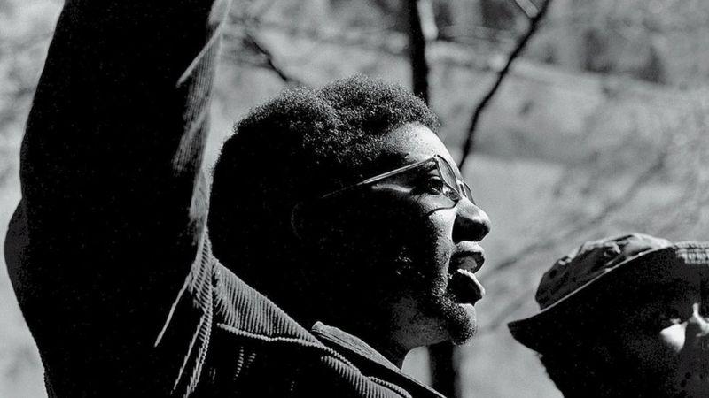 Fred Hampton, morto pela polícia, demonstrou desde cedo vocação para o ativismo /DAVID FENTON/GETTY IMAGES