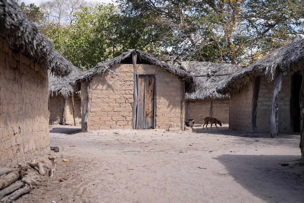 Casas do território kalunga, no nordeste de Goiás, são de barro e telhado de palha (Foto: Fábio Tito/G1)