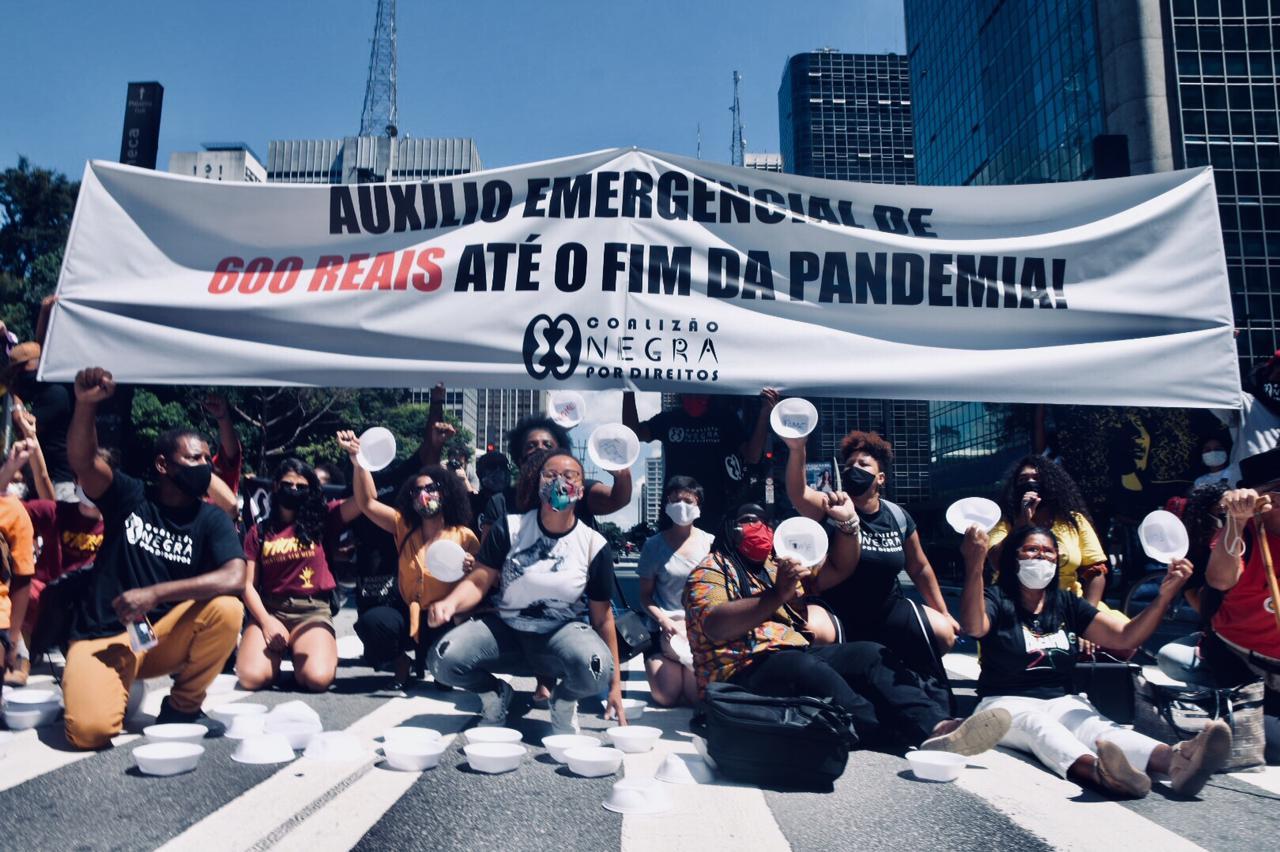 Ato em São Paulo, em frente ao Banco Central, na Av. Paulista. (Foto: Elineudo Meira/@fotografia.75/Fotos Públicas)