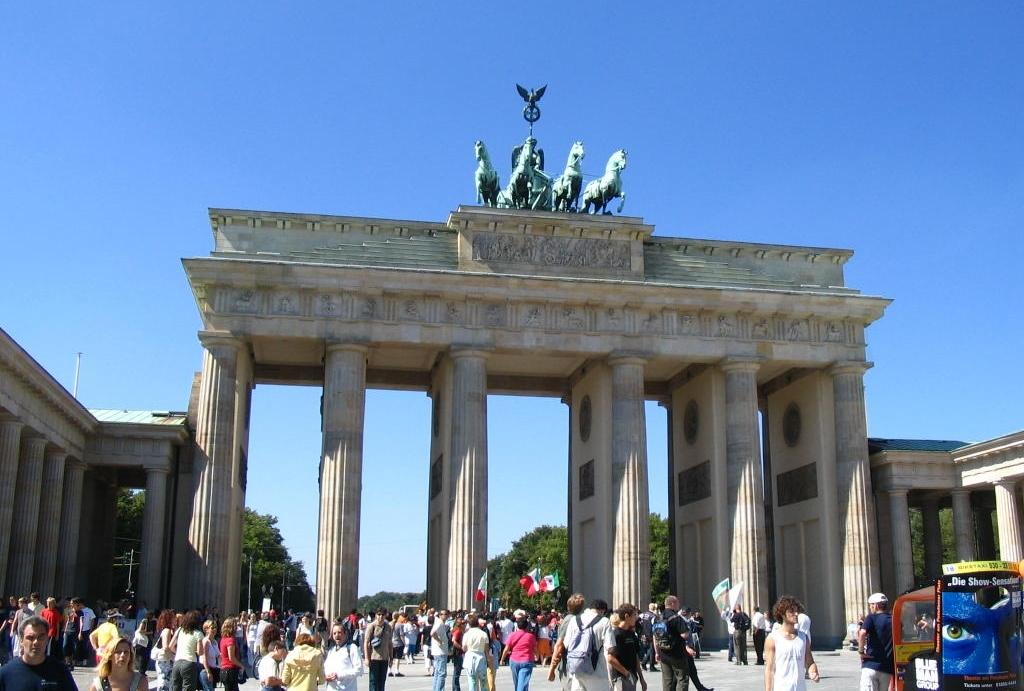 O portão de Brandemburgo, cartão-postal de Berlim, na Alemanha (Ron Hudson/Creative Commons)