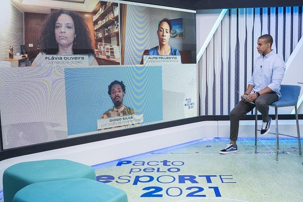 Painel sobre racismo teve participação de Flávia Oliveira, Aline Pellegrino, Diogo Silva e apresentação de Thiago Oliveira — Foto: Reprodução/GE