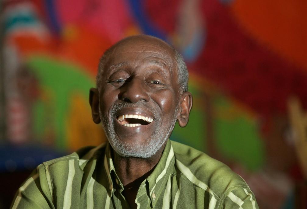 O cantor e compositor de samba Nelson Sargento durante entrevista na sede do Cordão da Bola Preta, no Centro do Rio de Janeiro, em setembro de 2010 — Foto: Paulo Vitor/Estadão Conteúdo/Arquivo