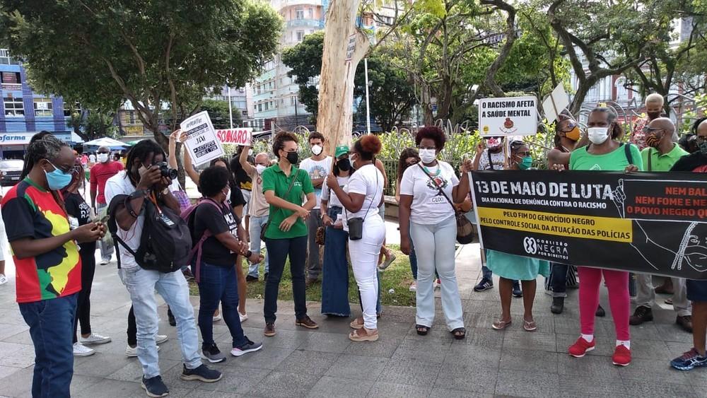 Manifestantes protestam contra racismo e genocídio negro em Salvador — Foto: Rildo de Jesus/TV Bahia