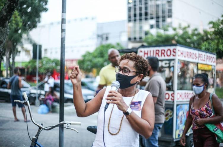 Verônica Lima é vereadora de Niterói e foi a primeira mulher negra eleita para a Câmara da cidade. (Imagem enviada para o Portal Geledés)